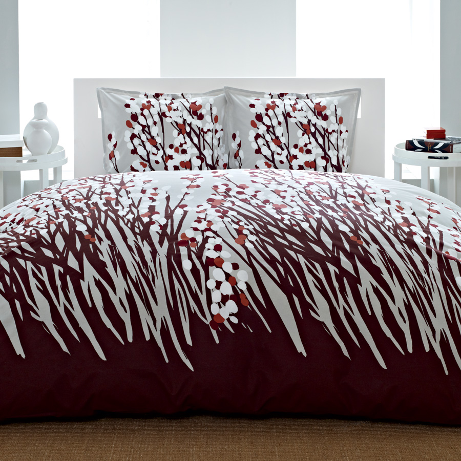 What-to-Look-For-When-Purchasing-Comforters-and-Bed-Sets